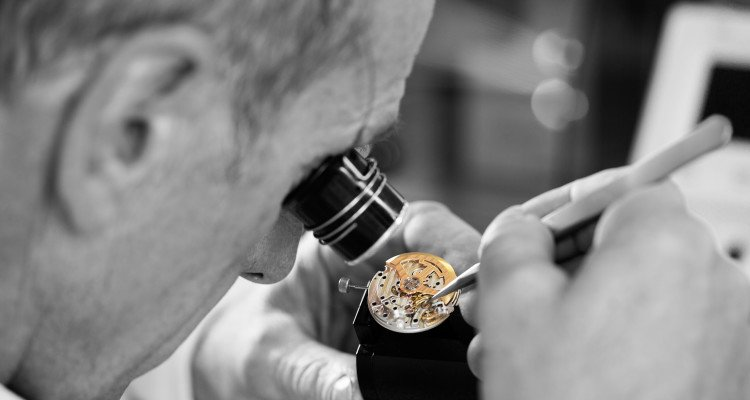LuxeGetaways_working_on_the_precision_of_the_gyrolab_balance_wheel_c_johannsauty-jaeger-lecoultre