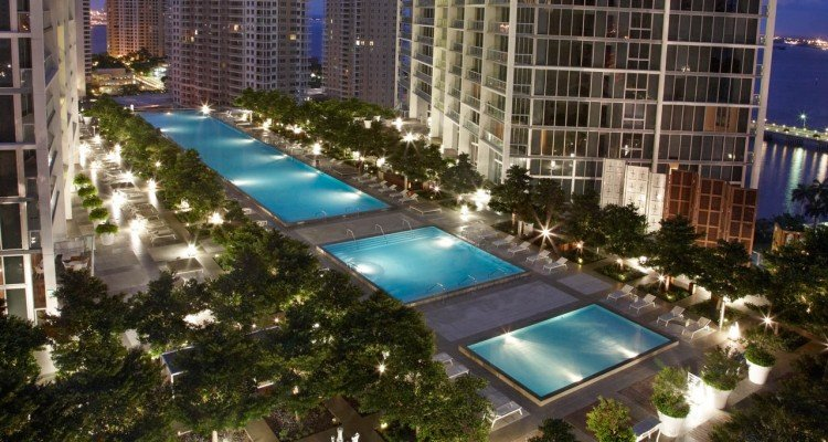 vmi-pool-night-1280x720_ViceroyMiami_LuxeGetaways