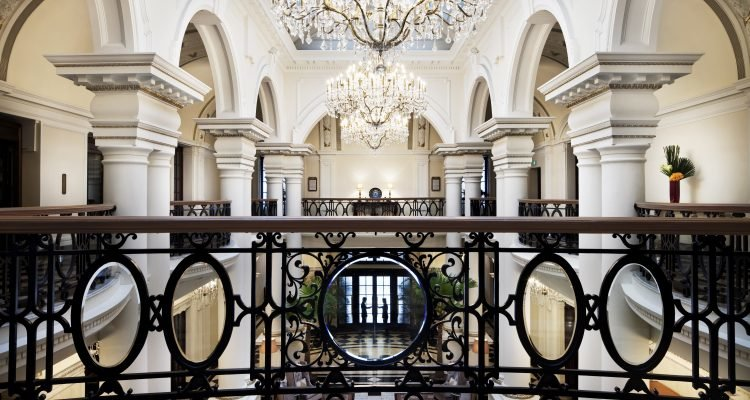 LuxeGetaways_waldorf-astoria-club-atrium-1