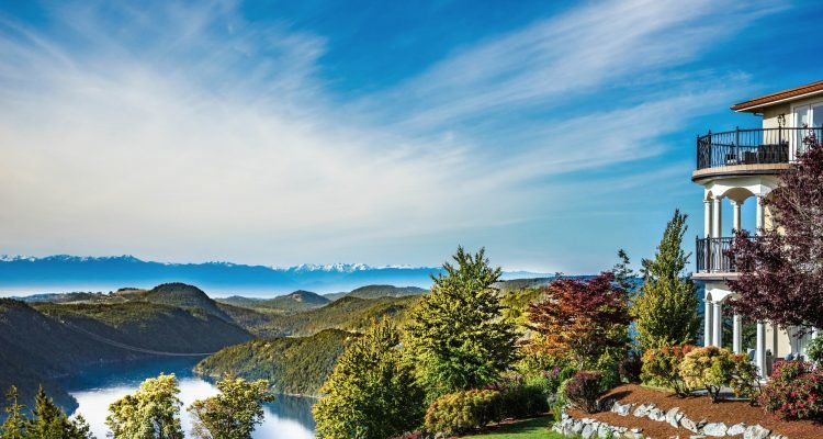 LuxeGetaways - Luxury Travel - Luxury Travel Magazine - Luxe Getaways - Luxury Lifestyle - Canada Luxury Resort - Villa Eyrie - Vancouver Island