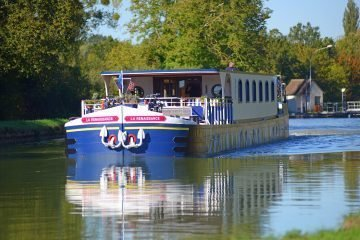 LuxeGetaways - Luxury Travel - Luxury Travel Magazine - Barge Cruise - Abercrombie and Kent - A&K - Geoffrey Kent - France Barge Cruises - Holland Barge Cruise - Loire River - Canal de Briare
