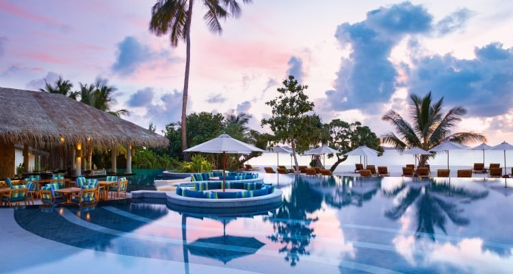 LuxeGetaways - Luxury Travel - Luxury Travel Magazine - Six Senses Hotels and Resorts - Spa - Wellness - Six Senses - luxury pool maldives
