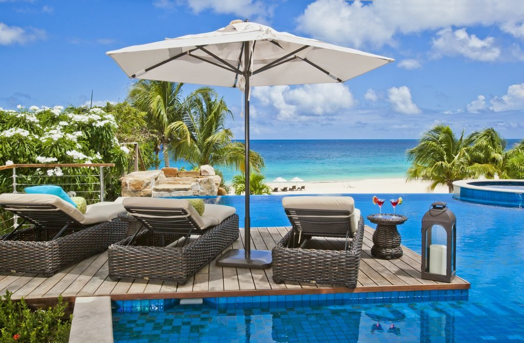LuxeGetaways_Villa-Nevaeh_Luxury-Villa-Rentals_Over-The-Top-Luxury-Villa_pool_ocean_lounge_pool-umbrella