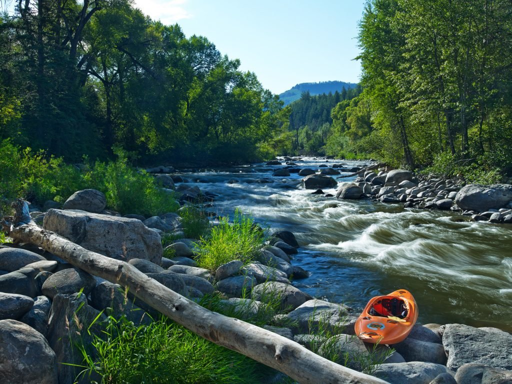 LuxeGetaways_Westin-Riverfront-Resort-Spa_Beaver-Creek-Mountain_kayak