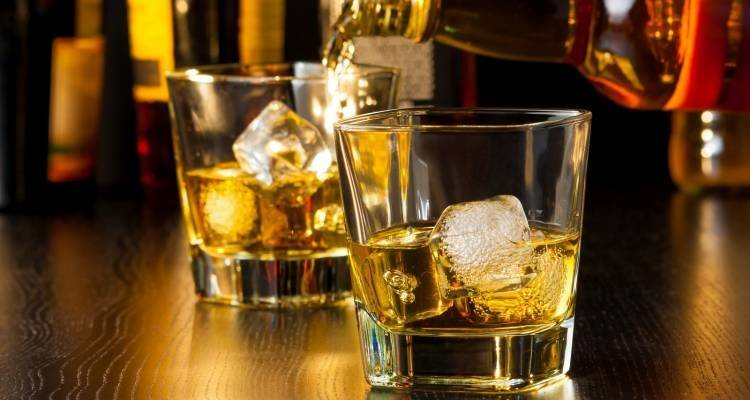 LuxeGetaways - Luxury Travel - Luxury Travel Magazine - Luxe Getaways - Luxury Lifestyle - Luxury Villa Rentals - Affluent Travel - Single Malt - Whisky Tour Scotland - Tricia Conover - Whisky Pour at Bar