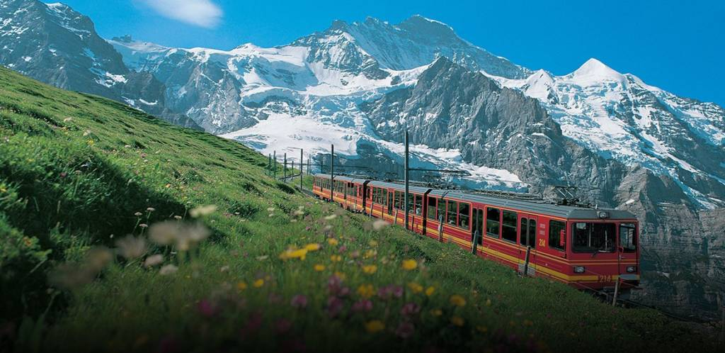 LuxeGetaways - Luxury Travel - Luxury Travel Magazine - Luxe Getaways - Luxury Lifestyle - Alpenwild Tours - Swiss Culinary Tours - Switzerland Foodie - Switzerland Train Travel - SBB