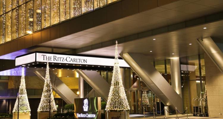 LuxeGetaways - Luxury Travel - Luxury Travel Magazine - Luxe Getaways - Luxury Lifestyle - Fall/Winter 2017 Magazine Issue - Digital Magazine - Travel Magazine - The Ritz Carlton Toronto, Ritz Carlton Hotel, Toronto Canada - Ritz Carlton at Holidays - Catherine Maisonneuve